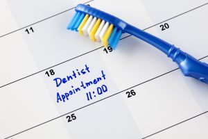 "Reminder ""Dentist appointment 11-00"" in calendar with toothbrush"